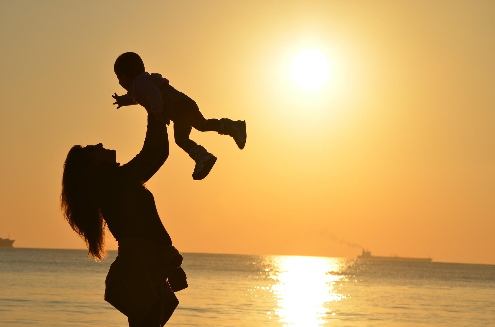 Las prestaciones por maternidad están exentas del IRPF